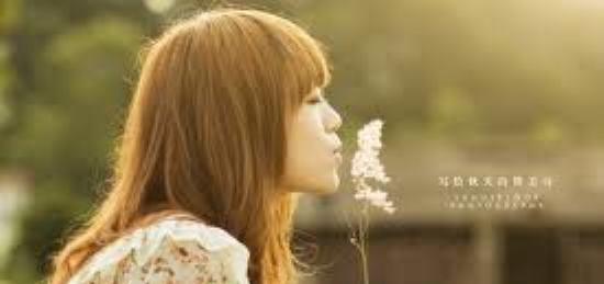 勸自己離開一段情感, 儘管知道對他的想念依然, 想念是會呼吸的痛, 它活在我身上所有角落, 心痛到連沉默也痛,