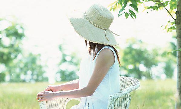 如果有花飄過,我會把花心留給你;如果有風吹過,我會把樹葉留給你;如果有歲月潮湧過,我會把歡樂留給你。 獨處時仰望天空,你 […]