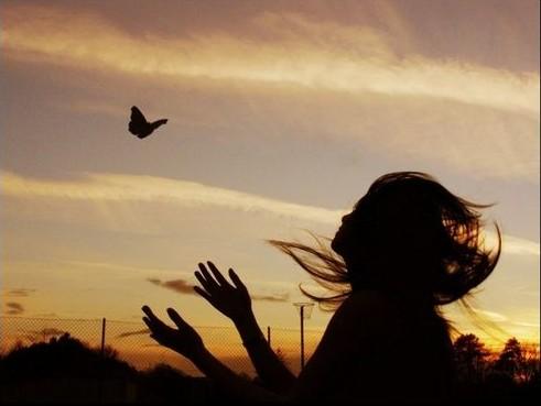 擦乾眼淚,掩飾悲傷,只因明天我想要堅強 太多無奈、太多眼淚、明天要很堅強… 淡笑你的虛偽 因為有太多的無奈,我選擇了逞強 […]
