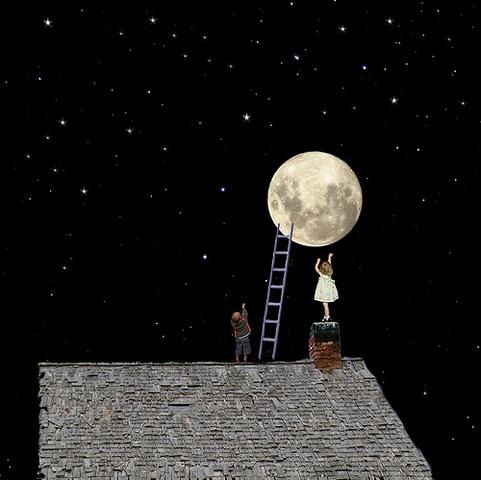 如果有一天,你所愛的人要你把天上的月亮摘下來給他,你怎麼辦?月球距地球有近四十萬公里的距離,又約有地球的四分之一大,怎麼 […]