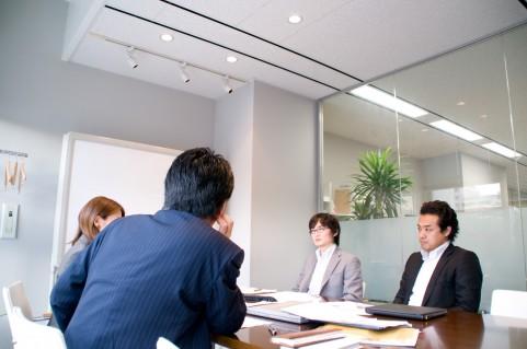 在績效管理中,績效面談扮演著非常重要的角色,有效的績效面談才能激勵團隊,達到組織設定的目標,因此在討論績效面談之前,必須 […]