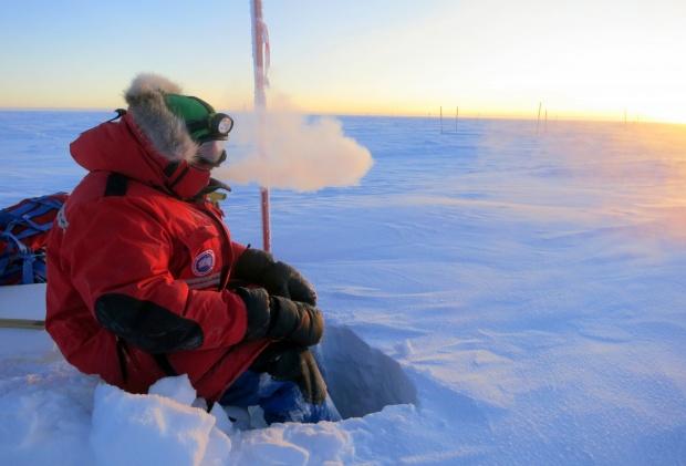 Concordia_crew_in_the_cold