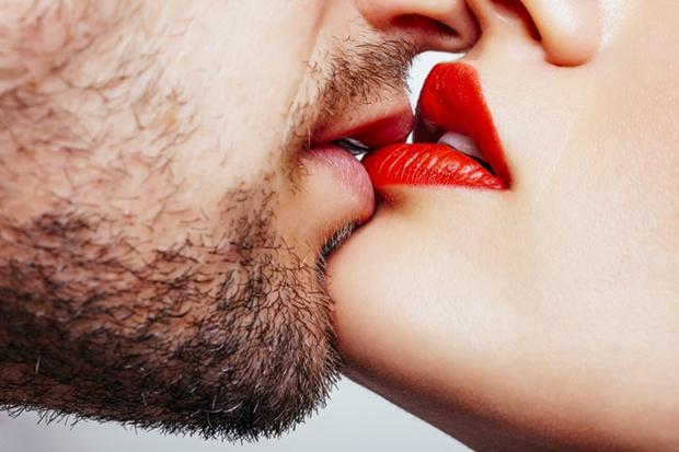 上班時要偷偷看的一夜情小說《相愛後感傷》/他們執著於雙方的體溫,交纏著彼此肉體的夜晚,卻有不敢說出口的顧忌…